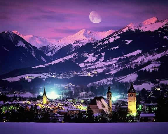 Кицбюел, Австрия, откриване на ски сезона, през нощта