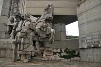 монумент 1300 години България