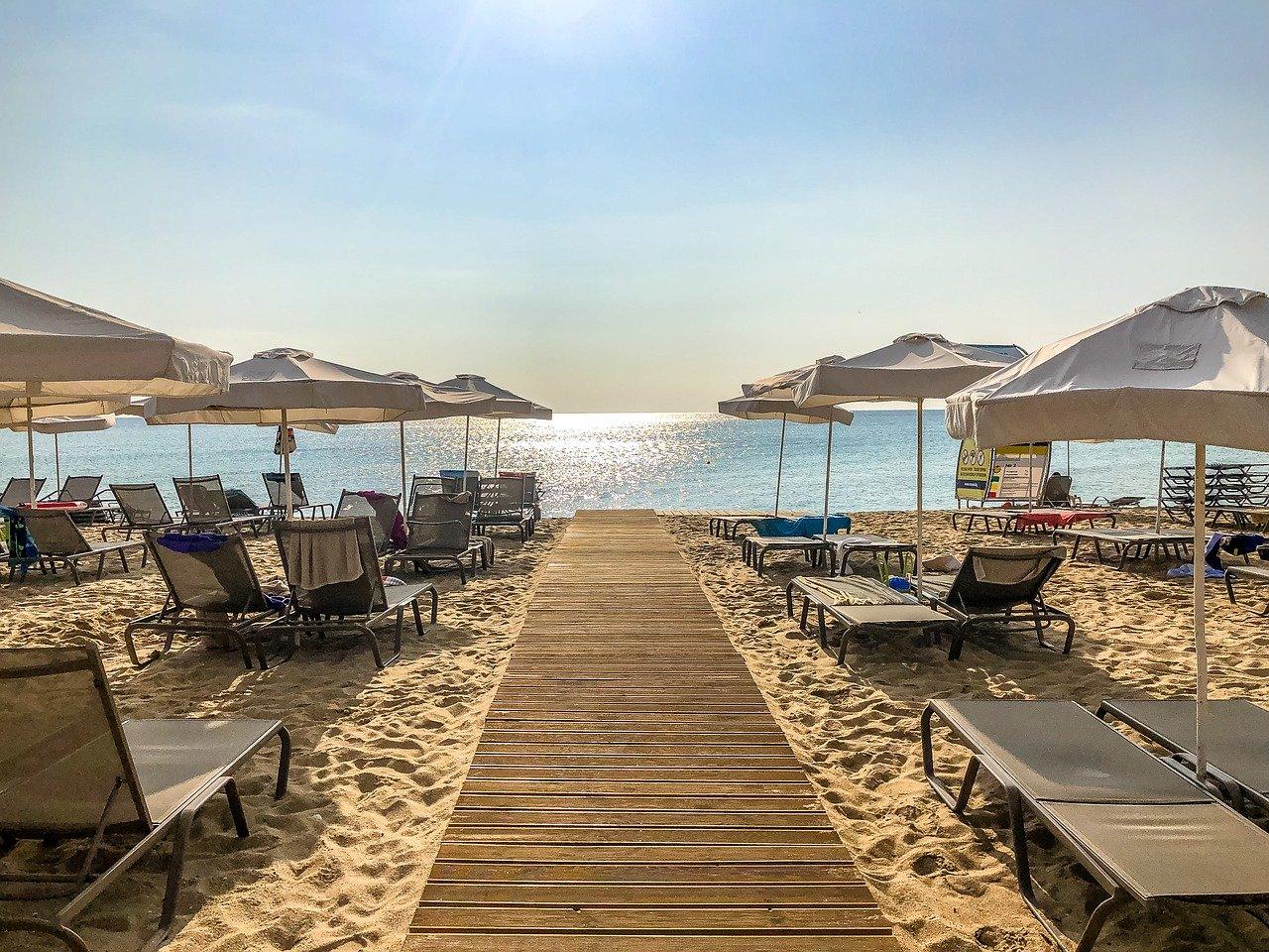 Цени на и за чадъри и шезлонги по българските плажове